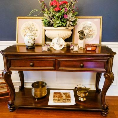 Beautiful Mahogany Foyer Table