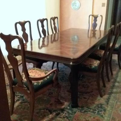 Magnificent Drexel Heritage Dining Room Table and 8 Chairs