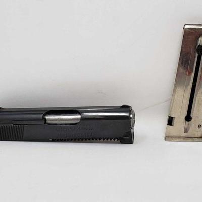 134: Colt Junior .22 conversion kit Colt Junior .22 conversion includes one Magazine and original box