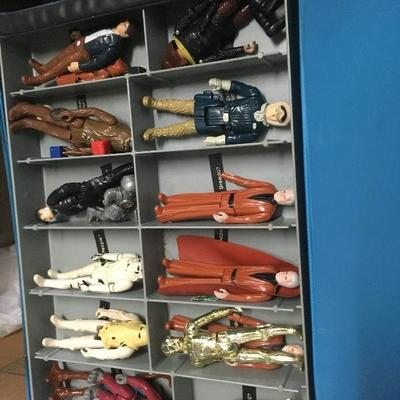 Vintage star wars figures contained within the carry case.