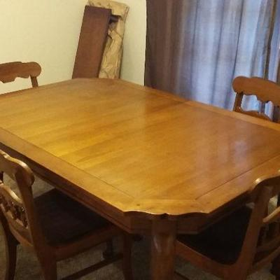 1950's Dining table with 4 chairs and expansion leaf