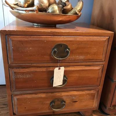 Henredon 3 drawer chest $250