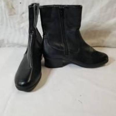 Croft& Barrow Black Leather Boots with Zipper Size 6 Medium