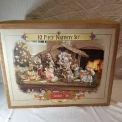 Grandeur Noel 10 Piece Nativity Set Collectors Edition