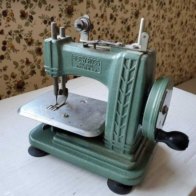 Betsy Ross Toy Tin Sewing machine in great shape.