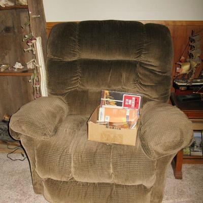 nice recliner   BUY IT NOW $ 65.00