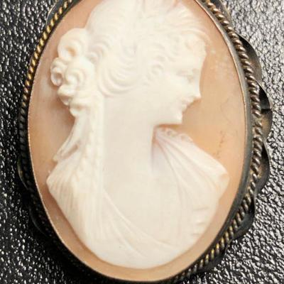 WHITE SALMON CARVED CAMEO BROOCH PIN PENDANT