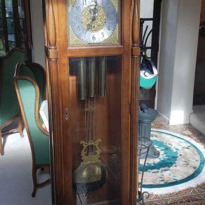 Ridgeway Grandfather Clock with Key Registered Serial Number: 85011907 Measures approx 23