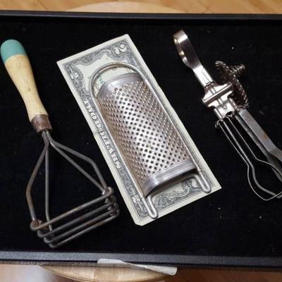 3 vintage kitchen toys