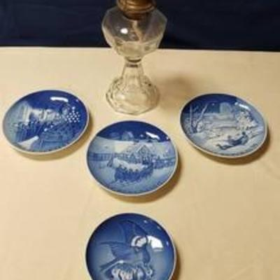 4 B & G Denmark Blue Collector Plates and Clear Glass Oil Lamp Base