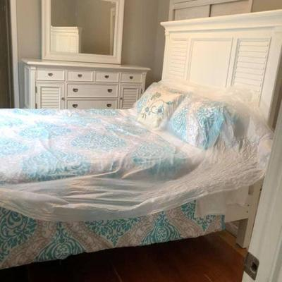 PA011 Chest of Drawers w/ Mirror $145, Bed Frame $125, Mattress $100, Comforter $20 . We will not hold unless Paid for Venmo...