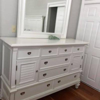 PA004 Chest of Drawers with Mirror $145 . We will not hold unless Paid for Venmo @Rafael-Monzon-1 PayPal: Agesagoestatesales@gmail.com...