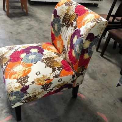 https://www.ebay.com/itm/124151281544	PA023: Floral Occasional Chair $65