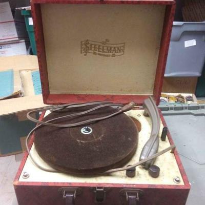 https://www.ebay.com/itm/114217136955BU3000 VINTAGE 1950s STEELMAN PRODUCT PORTABLE RECORD PLAYER $20.00 needs repair or sold for parts...