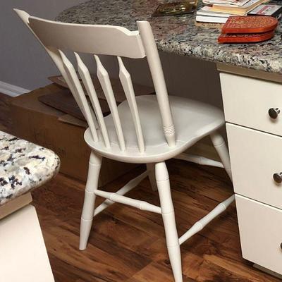 https://www.ebay.com/itm/124190140209BU1058: White Early American Breakfast Area Chair Local Pickup $20