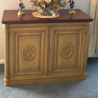 BU1024: Bar / Serving Cabinet Folding Top Picked Green and Brown Local Pickup $250