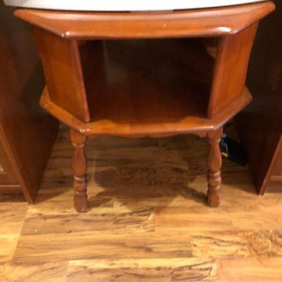 https://www.ebay.com/itm/124190115687BU1048: Mid Century Maple Accent / End Table Local Pickup $25