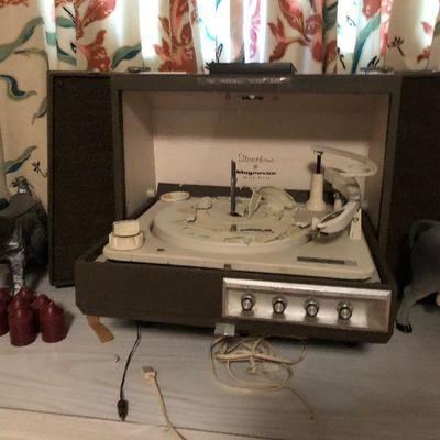 https://www.ebay.com/itm/124190329658BU1108 VTG MAGNAVOX RECORD PLAYER PORTABLE SOLID-STATE STEREOPHONIC Local Pickup Untested Parts...