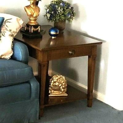 https://www.ebay.com/itm/124189200226BU1021: Tradional Sofa End Table #1 Local Pickup $60