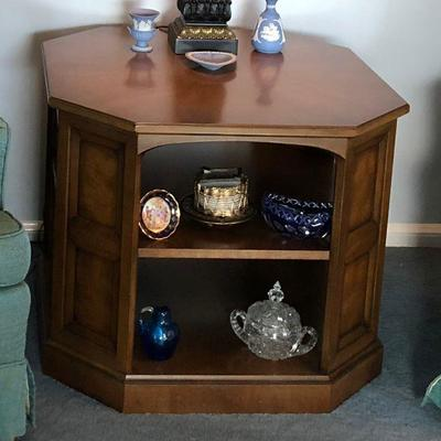 https://www.ebay.com/itm/124189190819BU1020: Mediterranean 1970s  Accent End Table with Shelves Local Pickup $60