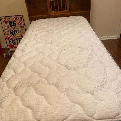 BU1011M: Twin Size Bed Mattress and box spring Set Upstairs Local Pickup 3rd Party Shipping $50