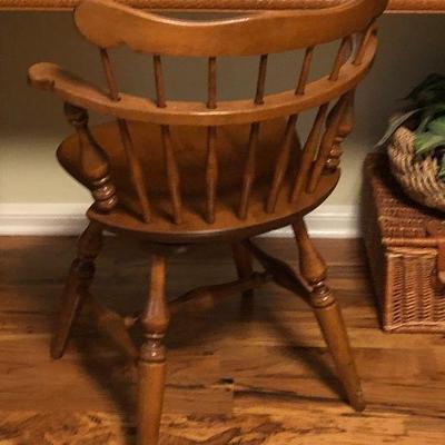 https://www.ebay.com/itm/124191251018BU1085: Early American Swivel Maple Chair Local Pickup $35