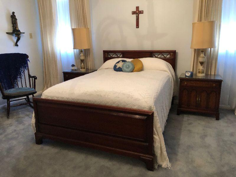 BU1010F: Vintage Wood Full Size Bed Frame Downstairs Local Pickup $125 	 $125