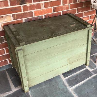https://www.ebay.com/itm/114226931960BU1094 Green Distressed Primitive Toy Box #2 Local Pickup $45