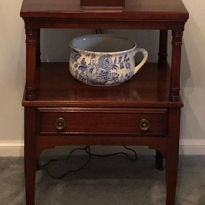 https://www.ebay.com/itm/124190126605BU1054: Continental Accent / End Table with Drawer Local Pickup 3rd Party Shipping $70
