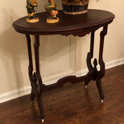 https://www.ebay.com/itm/124190314627BU1105: Antique Oval Accent / Hall Wooden Hall Table Local Pickup $249
