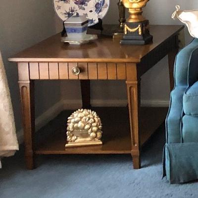 https://www.ebay.com/itm/124189201378BU1022: Tradional Sofa End Table #2 Local Pickup $60