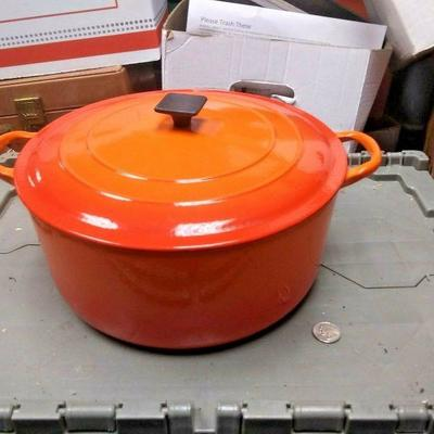 BU3064  USED VINTAGE LE CREUSET FLAME ORANGE DUTCH OVEN POT WITH LID  7.25 QUART $200