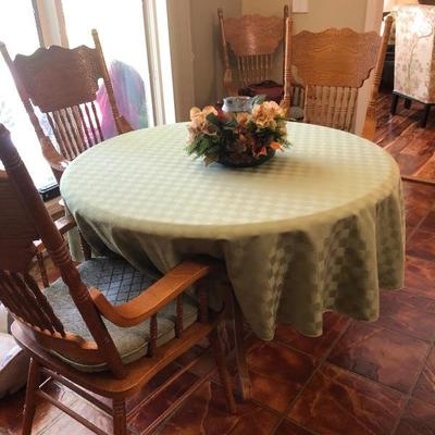 Oak table a 4 chairs