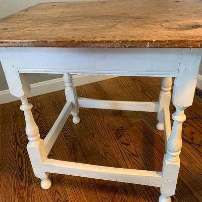 Antique Cutting Board Top Accent Table ,         22HX24WX19D.....65$