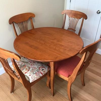 $465  Solid Wood Table w/1 Leaf 4 chairs and Custom Table Pads