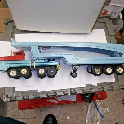 https://www.ebay.com/itm/124190465719BU3029 VINTAGE 1960s SSS INTERNATIONAL TOY FRICTION TIN  CAR HAULER Auction