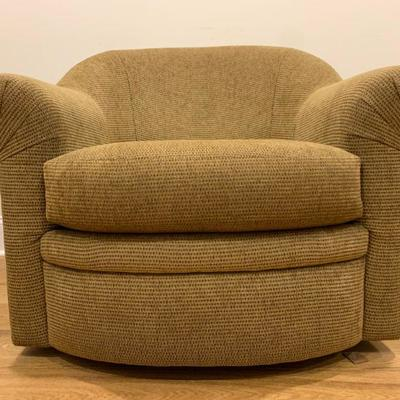 Swivel Armchairs from the California Design Center. Find the FULL LISTING, Prices and MAKE AN OFFER, on our website,...