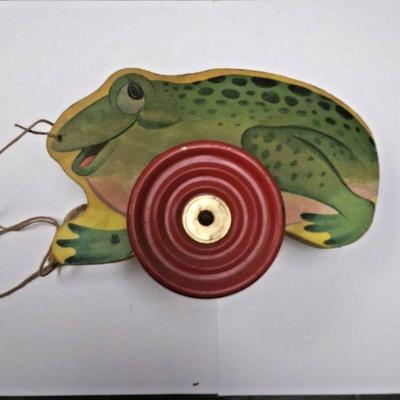 https://www.ebay.com/itm/124199083282	BU3035 VINTAGE 1940s WOOD GREEN FROG PULL TOY THE GONG BELL MFG. CO. MADE IN U	 Auction