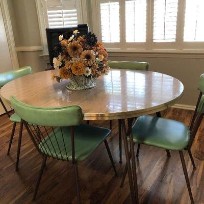 https://www.ebay.com/itm/114240043129BU1032. Mid Century Green Cover Breakfast Table and Chairs Local Pickup 3rd Party Shipper Auction