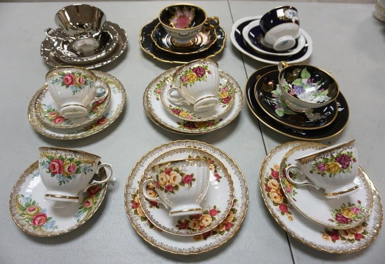 1008	COLLECTION OF CUPS AND SAUCERS AND LUNCHEON PLATES, WINTERLING, SCHUMANN
