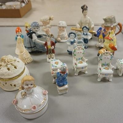 1003COLLECTION OF MINIATURE FIGURINES AND COVERED BOXES