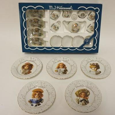 1016HUMMEL GERMAN CHILDS TEA SET IN BOX AND 5 WEST GERMAN DOLL PLATES