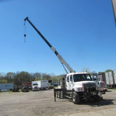 2005 Freightliner M Class Heavy Spec with Full Lockers and N-400B Crane