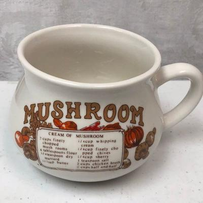 https://www.ebay.com/itm/124209014528	LAN9884 Vintage Mushroom Soap Cup Local Pickup	 $10.00 	Buy-It-Now