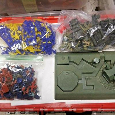 Starts 06/05/2020 After 6 PM https://www.ebay.com/itm/124207298240	BU3095 BOYS TOY JUNK BOX OF 1960s PLASTIC SOLDERS & VEHICLES THIS BOX...