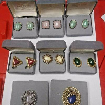 Starts 06/05/2020 After 6 PM https://www.ebay.com/itm/124207298237	AB0407 MONICA GENUINE STONE USED VINTAGE COSTUME JEWELRY BROOCHES &...