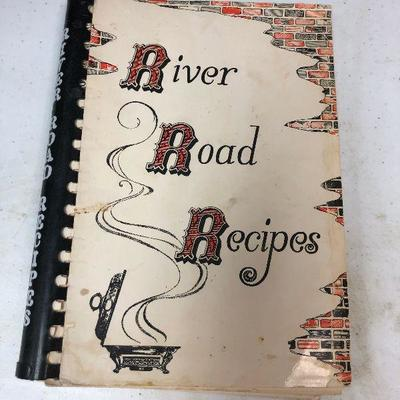 https://www.ebay.com/itm/114245360989	LAN9879 Vintage River Road Recipes Cookbook	 $20.00 	Buy-It-Now