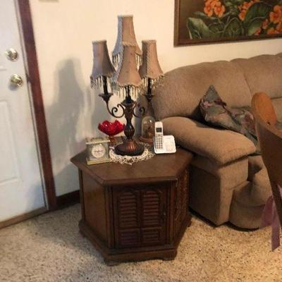 https://www.ebay.com/itm/124218747694MD2121: Oak Accent Cabinet / End Table  Local Pickup At Estate Sales