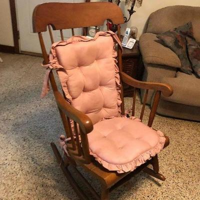 https://www.ebay.com/itm/114255167227MD2122: Maple Country Rocking Chair Local Pickup at the Estate Sale $35.00