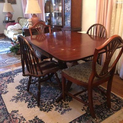 https://www.ebay.com/itm/114254462233MD2106 Duncan Phyfe Style Dining Table with Extension Local Pickup $100
